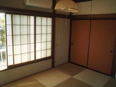 落ち着いた雰囲気の2階和室