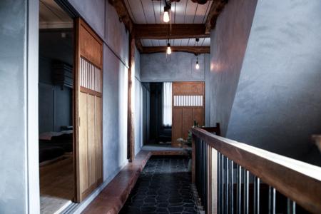 寝室に続く2階の廊下