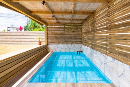庭に併設されたプライベートプール