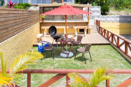 庭からプールスペース