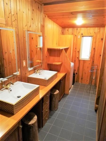 入浴前後は贅沢な空間で