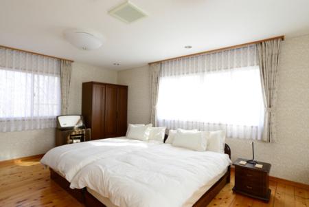 2F寝室1セミダブルベッド