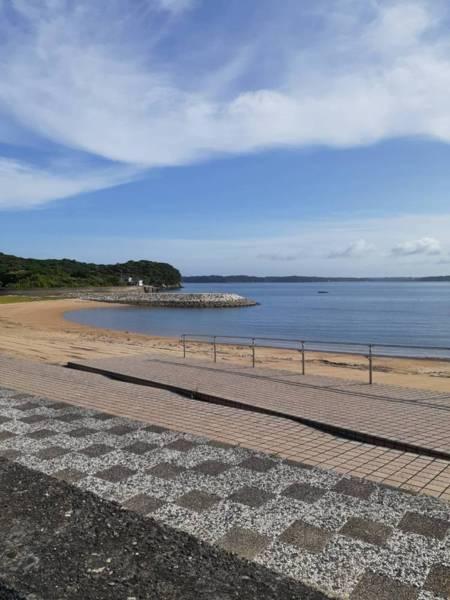 車3分の浅利ケ浜海水浴場