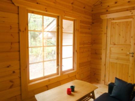 リビングの窓からは四季の移ろいが楽しめる