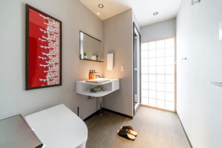 2階トイレ、洗面、シャワーブース