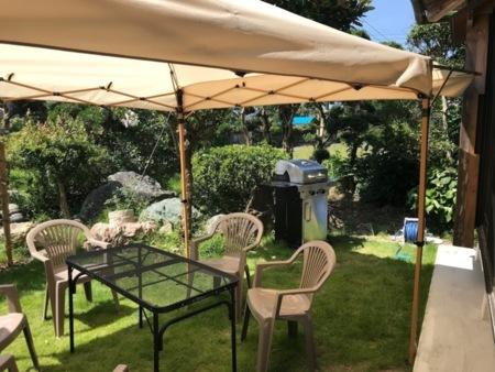 屋外活動を楽しめるテントやテーブル、椅子