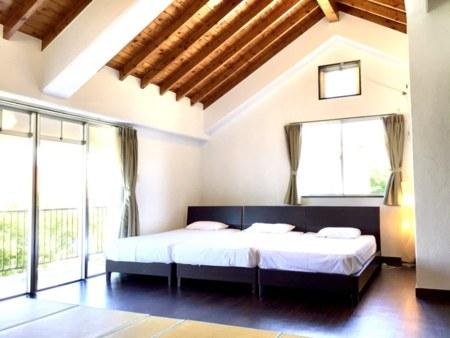 2F寝室 天井も高く広々としております♪