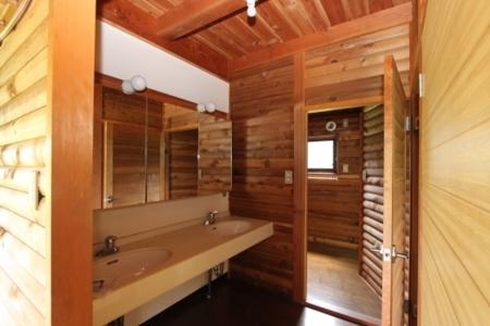 洗面所を抜けるとお風呂です