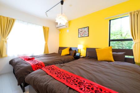 1階寝室ダブルベッド2台