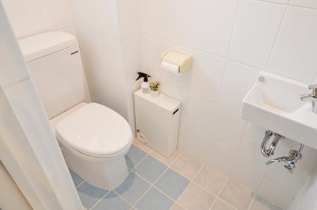 1階トイレはウォッシュレット付♪