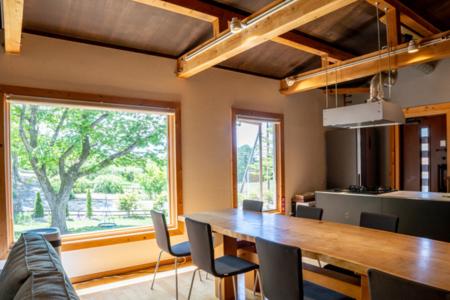 天然無垢材の一枚板のダイニングテーブル
