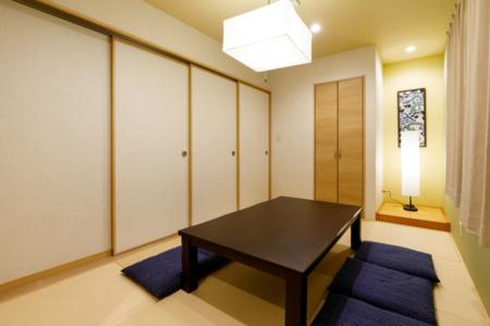 1F寝室ダブルベッド2台