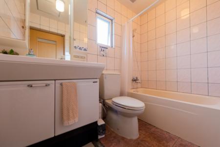 洗面・トイレ3組、バス2組有り
