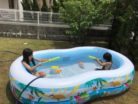 庭で子ども用プールも楽しめます!
