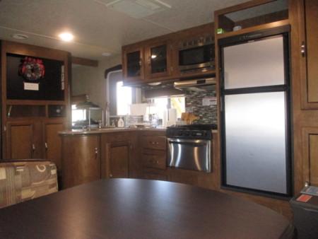 ゆったりとしたクイーンベッド