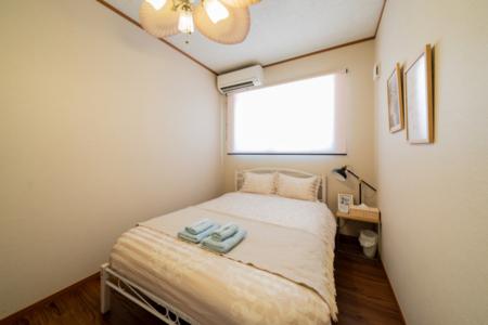 寝室3、清潔感の落ち着いた色合い