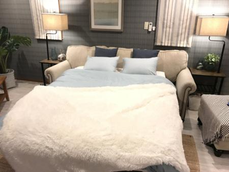 ソファーがベッドにもなります