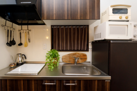 最低限の家電が揃っているキッチン