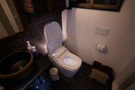 最新式トイレ設備