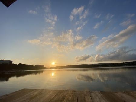 日本夕陽百選 施設前に沈む夕陽