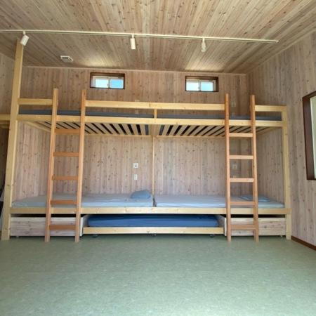 造り付け2段ベッド4床、エクストラ1床
