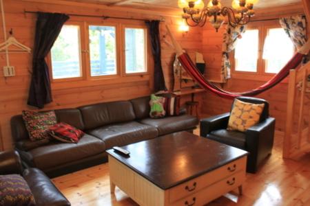 1階リビング 大きなソファー