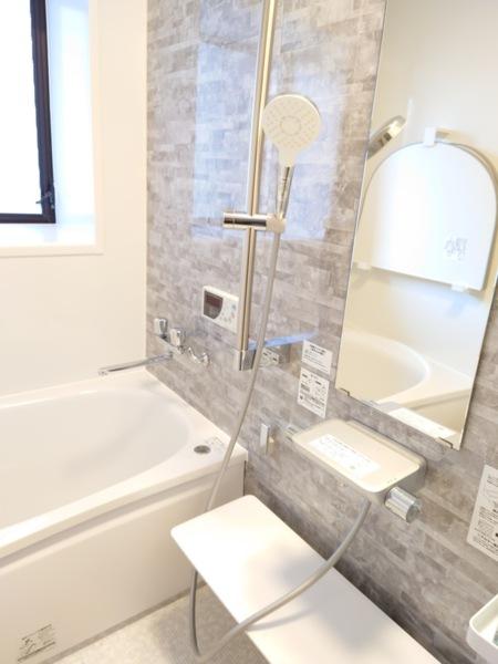 1階 清潔感のあるキレイな浴室