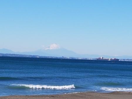近隣の海水浴場では好天時には富士山が・・