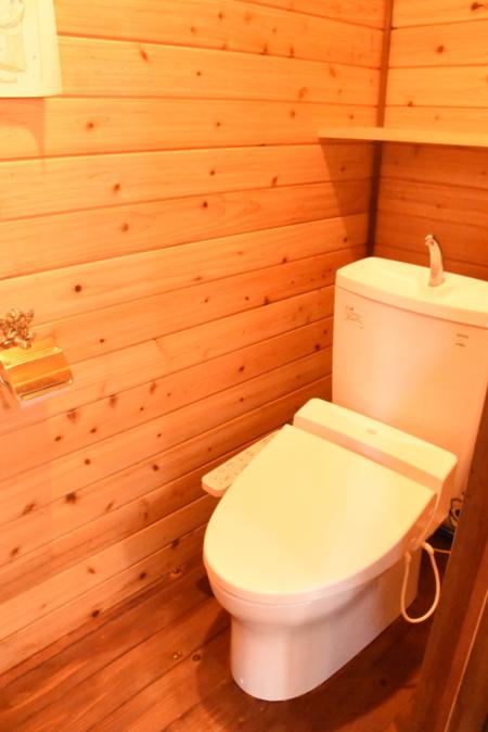 トイレは1階と2階にあります