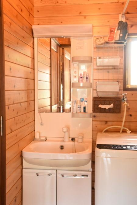 洗面室。洗濯機あります