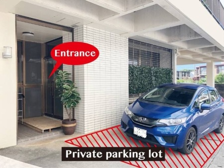 無料駐車場(1台)ご用意しています♪