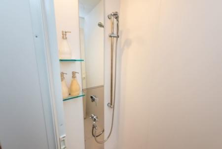 B-1 シャワールーム