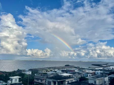 宮古島に刺さる虹が見えることも