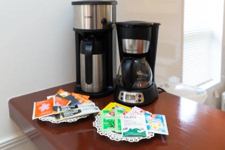 コーヒー、お茶ご自由にどうぞ