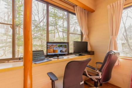 ワーキングスペースも窓の外は緑がいっぱい