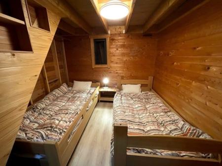 寝室。山小屋風。